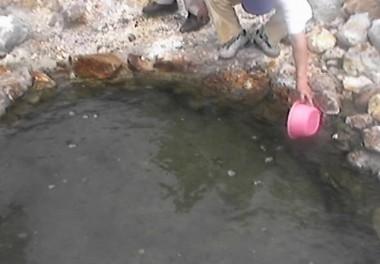 鍋山の山の上に新しいお湯が出現