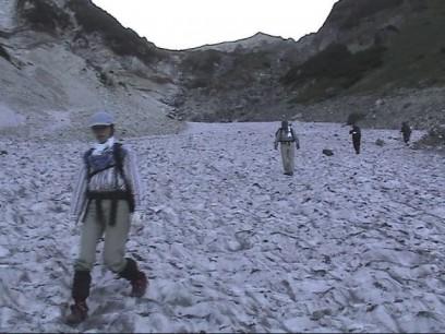 無謀にも14時過ぎから白馬雪渓を下ります