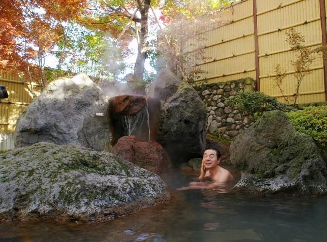 露天風呂の紅葉が綺麗です