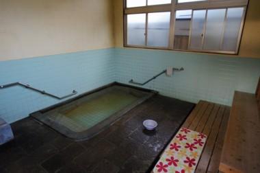 すじ湯は別府の共同湯では当たり前のような配置のお湯でした