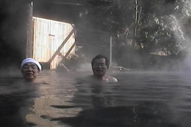 川に面した大きな露天風呂