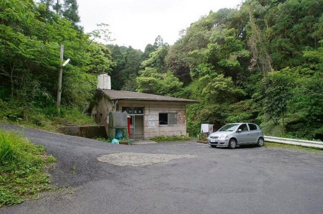 小さな小屋が温泉です