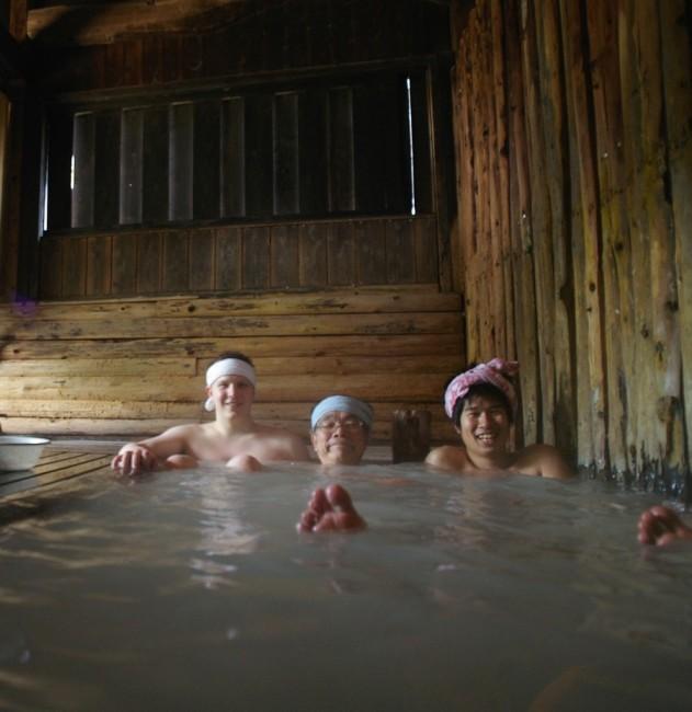 すずめの湯の内湯は男女別です