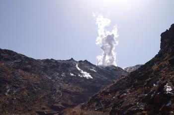 硫黄山の噴煙 12:12