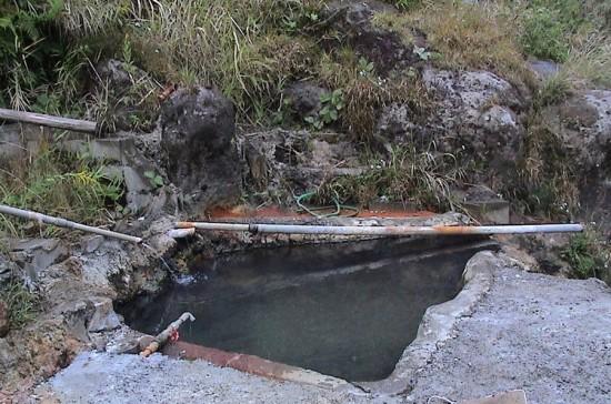 川の横にある野湯
