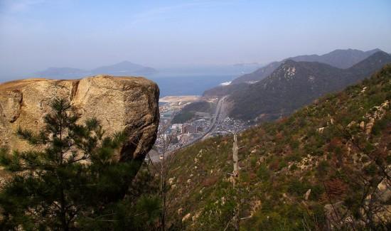 10:27 ドン亀岩から天狗城山を望みます