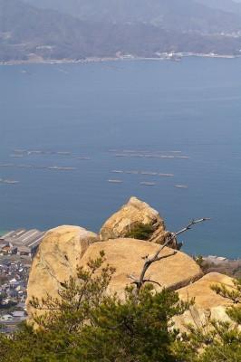 少し登った場所からドン亀岩と烏帽子岩