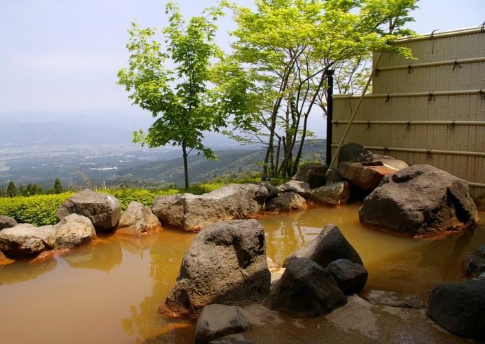 えびの市を見晴らす露天風呂