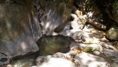 岩風呂はなぜかぬるくて入浴不可でした