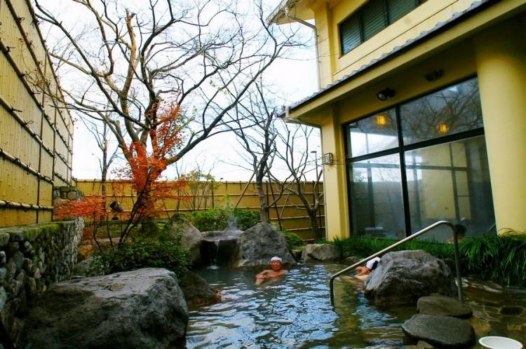 なかなか立派な庭園露天風呂