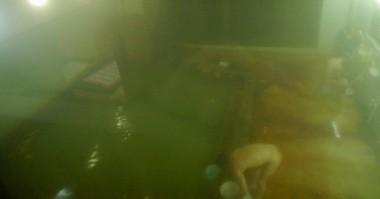階段を下ると大きな内湯