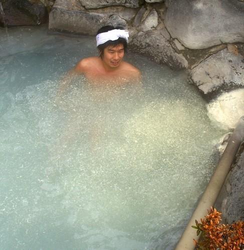 湯ノ花が舞う硫黄泉