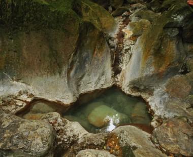 九州最古の岩風呂 冷たくて入浴できません