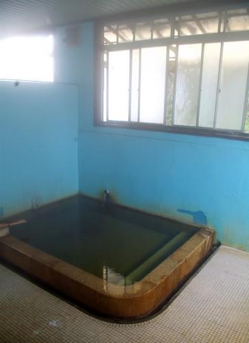 浴槽にはお湯が注がれています