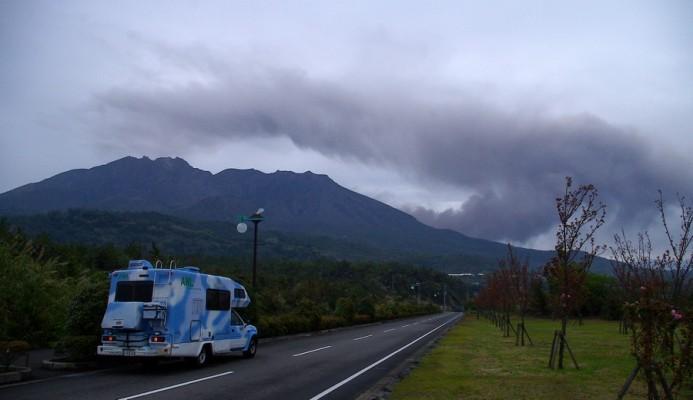 昭和火口が噴火している桜島