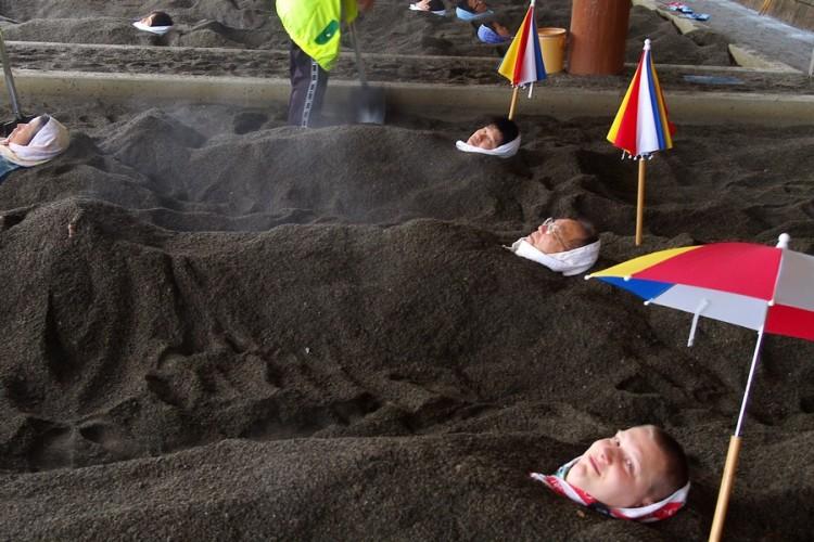 三人で仲良く砂蒸し