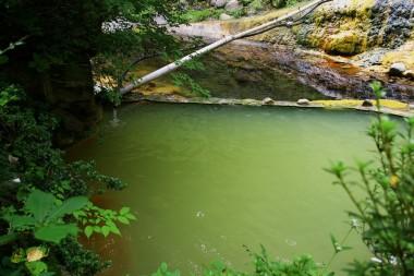 静かな山の中のお湯