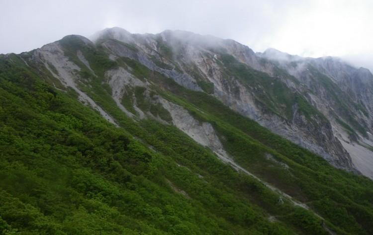 ユートピア小屋から剣ヶ峰を望む
