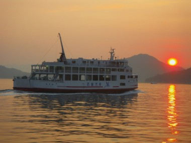 瀨戸内海に夕日が沈みます