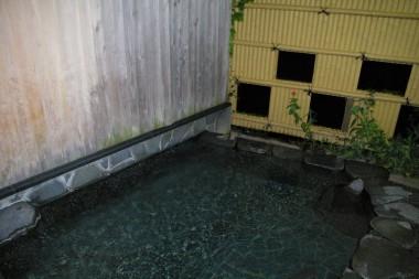 狭いけど露天風呂もある