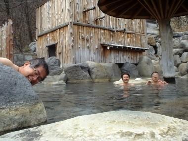 だれもいない大きな露天風呂でゆっくり