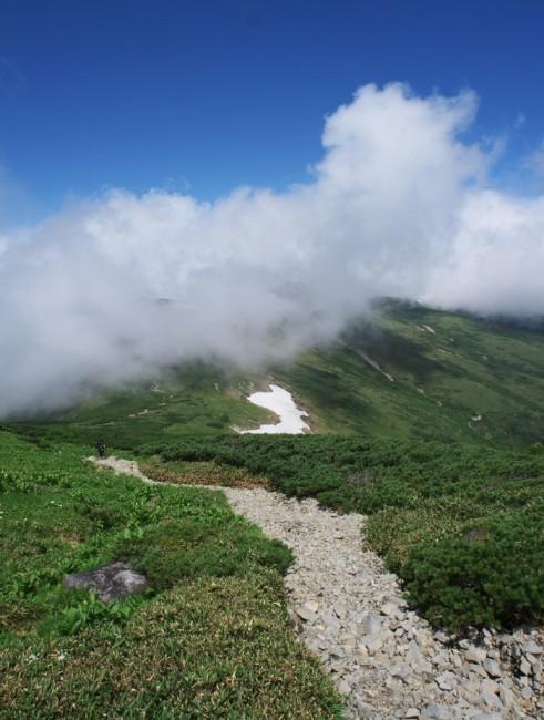 10:00 赤木岳にガスがかかってきます