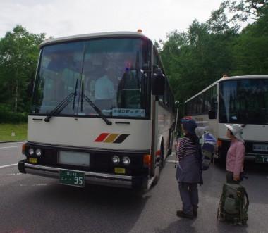 有峰口へのバスに乗り込む