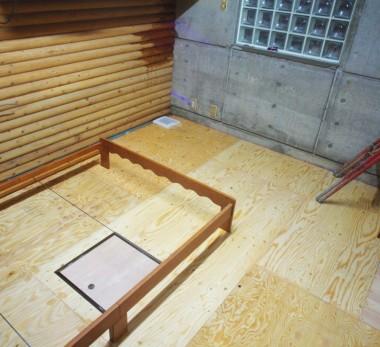 床の下地は完成、ベットの枠を組立てます