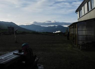 5:45 まだ朝日が昇る前の太郎平小屋を出発