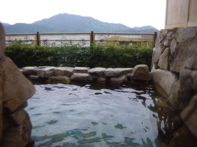 露天風呂からは宮島が見える