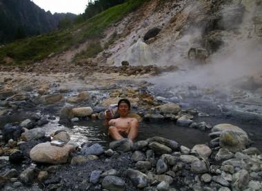 河原を掘ればそこが温泉