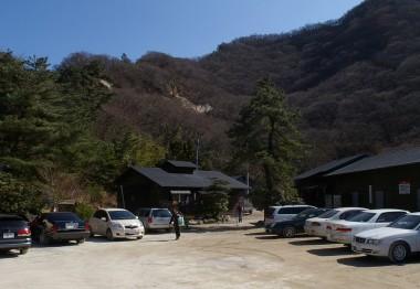塚原温泉の駐車場は一杯でした