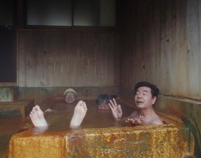 ちょっとぬるい炭酸泉のお湯でゆっくりと