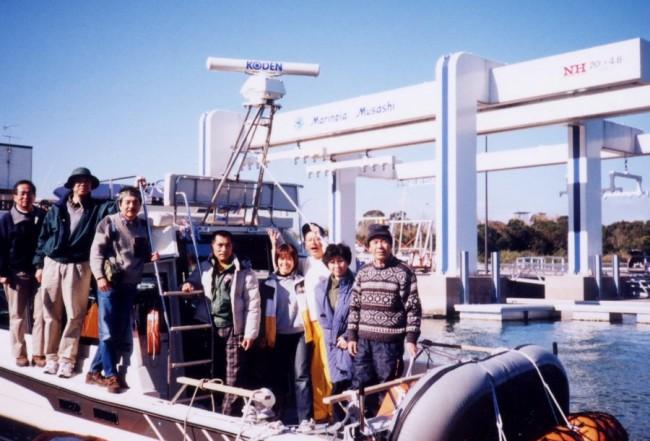 武蔵マリーナにとボートを係留します