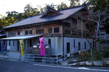紫尾神社のとなり ちょっと近代的