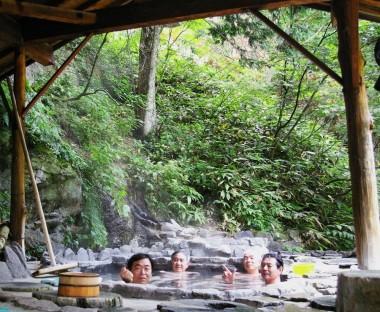 山の中の野天風呂
