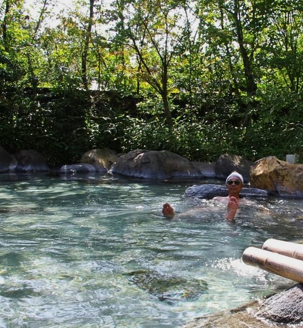 雑木林の大きな露天風呂