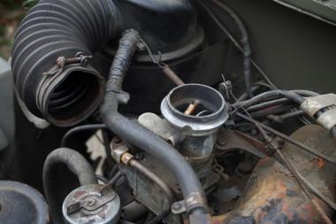 CJ3Bのハリケーンエンジンのキャブ