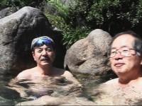 昼間は静かでゆっくりと温泉を堪能・・日差しが暑かった