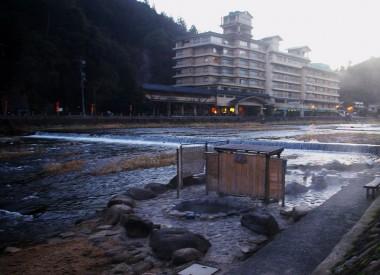 三朝温泉は大きなホテルが数多い