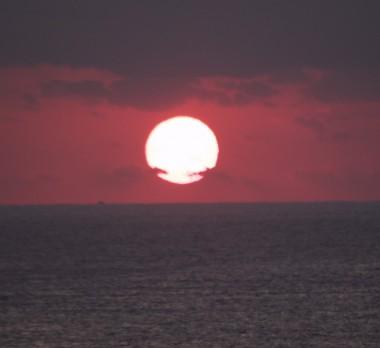 太平洋から朝日が上がります