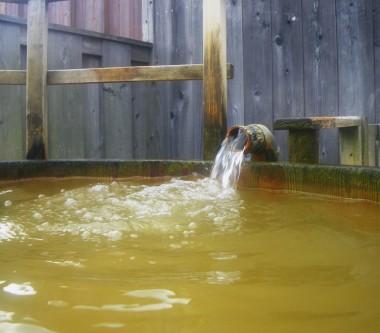 褐色のお湯も豊富に