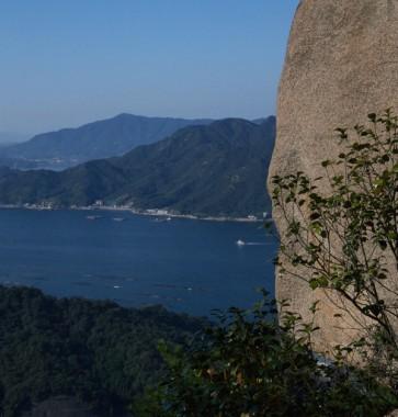 烏帽子岩から江田島を望みます