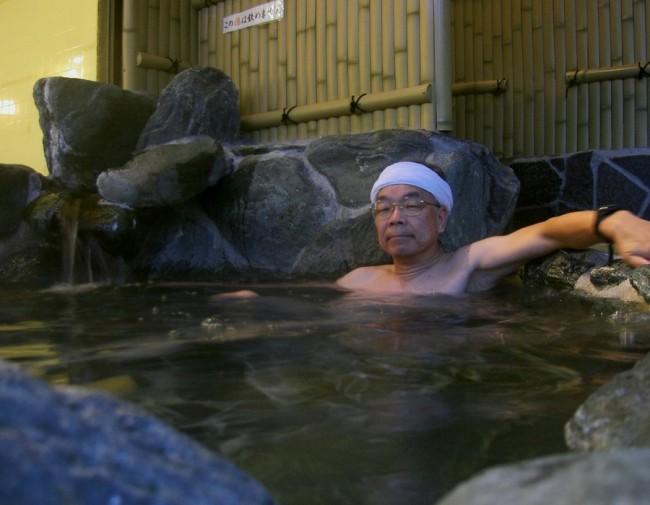 あまり大きくない露天風呂があります