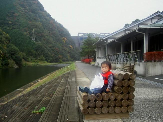 阿武川ダムの下の温泉施設 ヒデも湯上がり