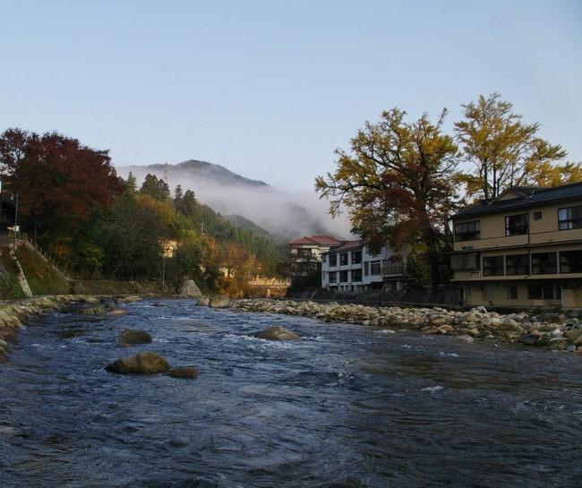 奥津温泉の中を流れている吉井川