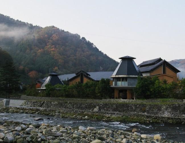 吉井川の横に広がる施設