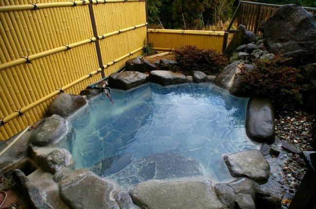 青湯の露天風呂