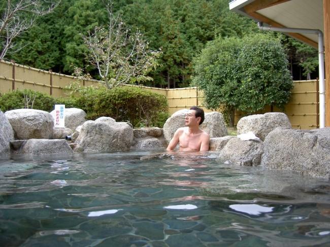 庭園の中の露天風呂は気持ちがよい