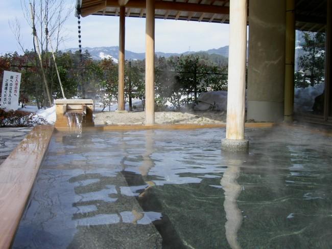 大きな露天風呂は気持ちがよい